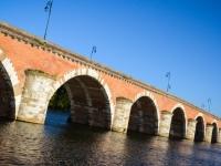 Un des nombreux pont de la Garonne en brique